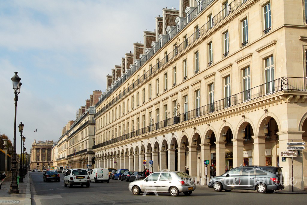 Rue de Rivoli with the shops on the right and a side entrance to the Jardins des Tuileries on the left